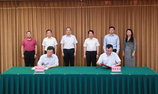 雅安市与四川科伦实业集团有限公司签署战略合作协议