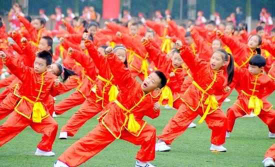 以武启智,博学成才----七中实验高度重视传统武术进校园的工作。