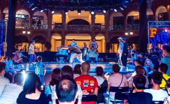 成都佛罗伦萨小镇名品奥特莱斯街舞大师赛跃动蓉城