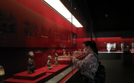 市民在市博物馆参观