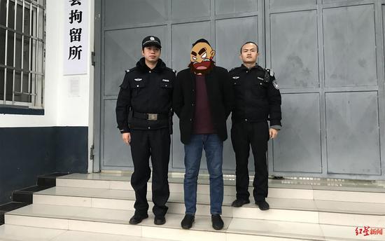 ↑范某被警方拘留