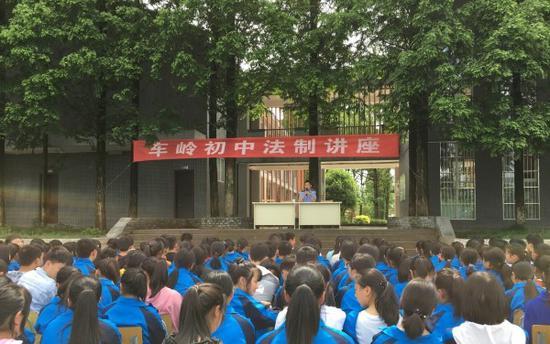 名山区开展法治宣传进校园活动,增强青少年法治意识