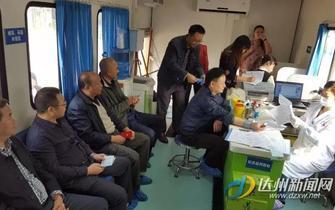 义务献血迎接记者节传递爱心