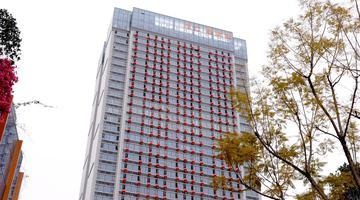 成都高楼挂了338个大红灯笼