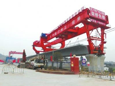 川南城际铁路桥梁架设现场。
