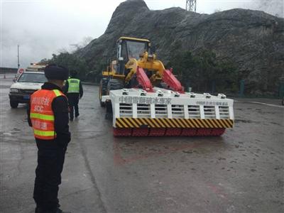 雅西高速公司从哈尔滨购置的破冰车