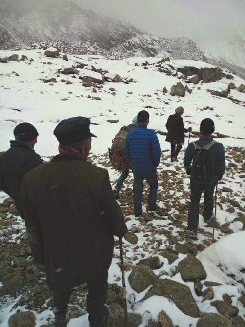 救援队伍连续数日全力搜救。