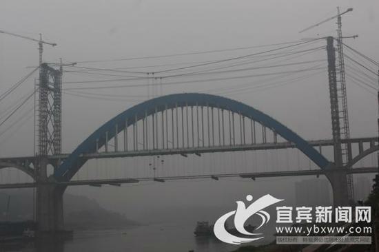 公路桥面预计12月底合龙。(宜宾新闻网 曾江 摄)