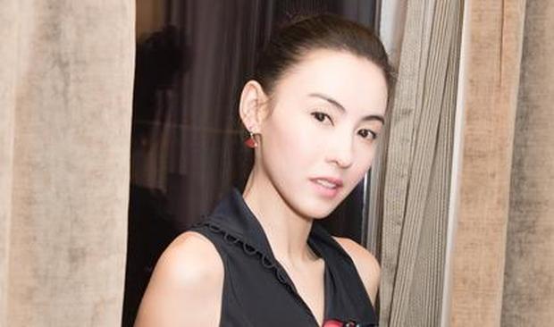 明星爱大牌:张柏芝穿撞色条纹裙尽显高挑好身材
