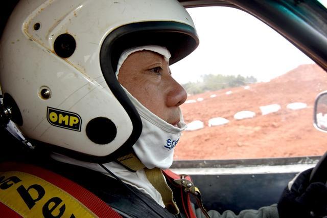 成都最热血的超市老板:玩越野赛车10年曾获全国冠军