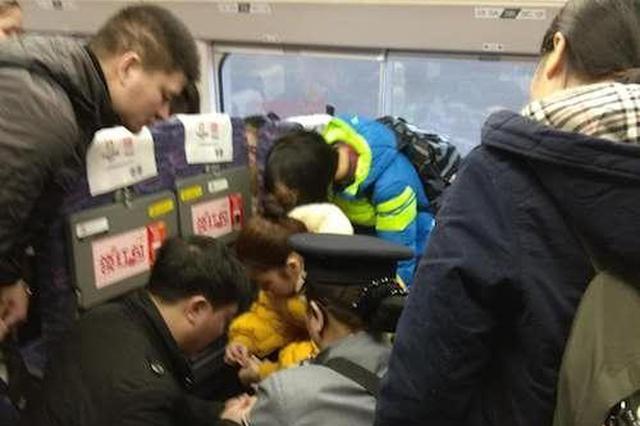 动车上6岁男童突然晕厥 10分钟后被同车乘客救醒