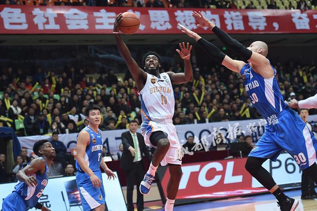 四川男篮结束本赛季征程 小将黄荣奇成球队最大发现