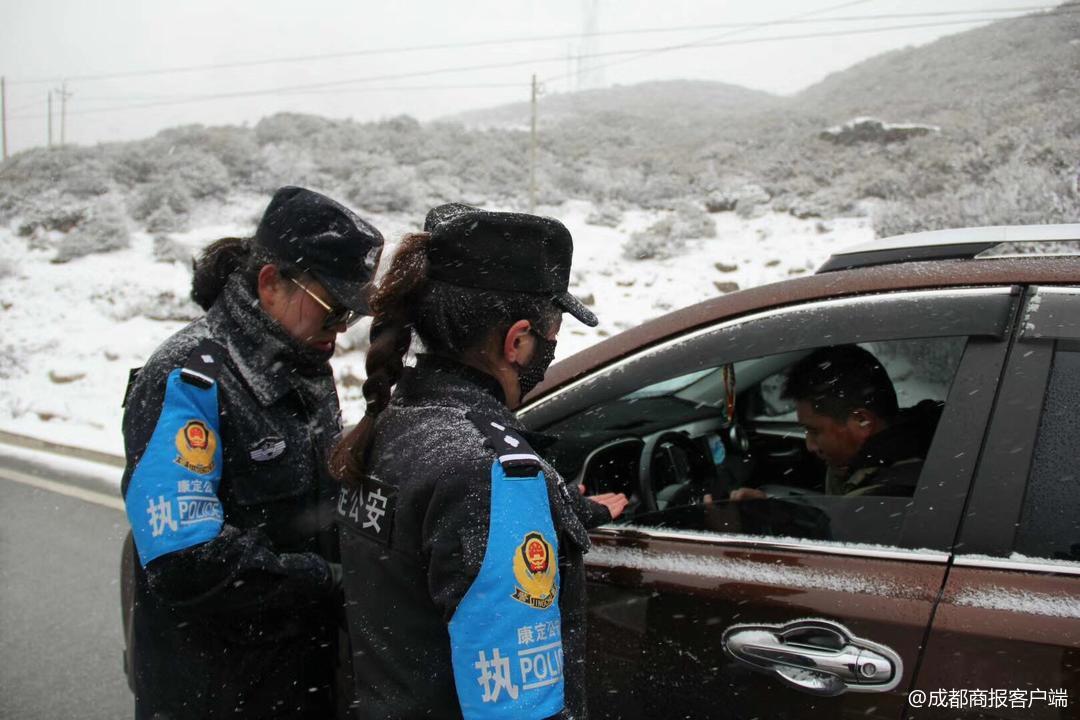 三八节 雪山上执勤警花刷爆朋友圈:看着让人心疼