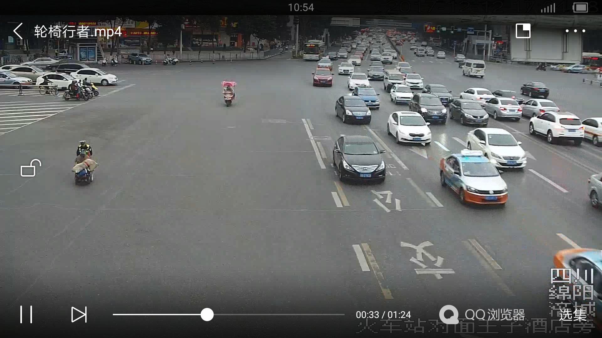 绵阳辅警推残疾人过街还要给他钱 执法仪记录全过程