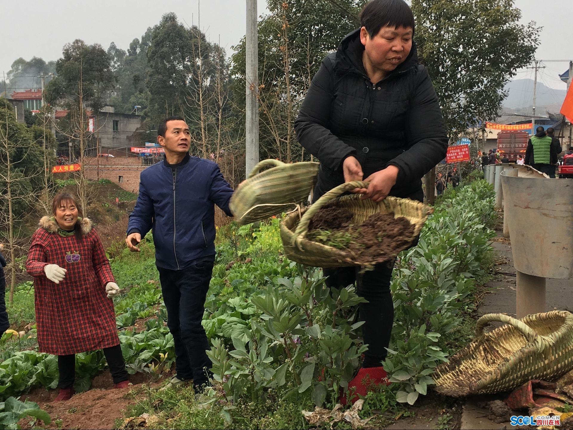 给河道清淤美容 眉山东坡盘鳌上千村民变身清洁工
