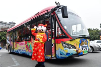 乘特色观光巴士 感受最成都年味