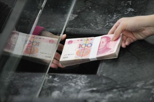 自贡女家里多了张陌生银行卡 2万现金存进后取不出来