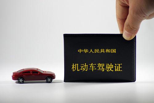 四川货车司机注意!跑高速可以用储值卡刷卡交费了