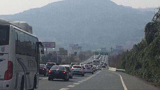 返程高峰来了 四川高速交警:已堵的稍安勿躁没来的尽量绕路