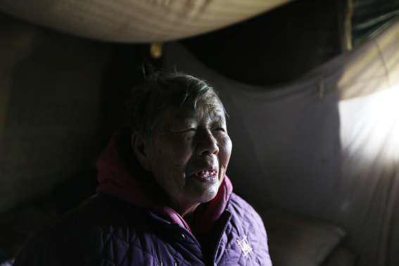 弃婴被76岁蹬三轮婆婆抚养长大 心愿:想给外婆买双手套