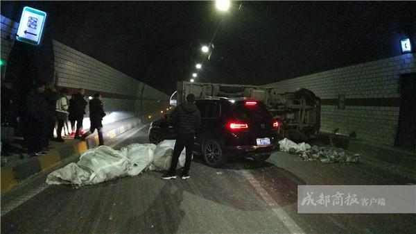 乐自高速长山隧道发生车祸 事故处理完毕交通管制解除