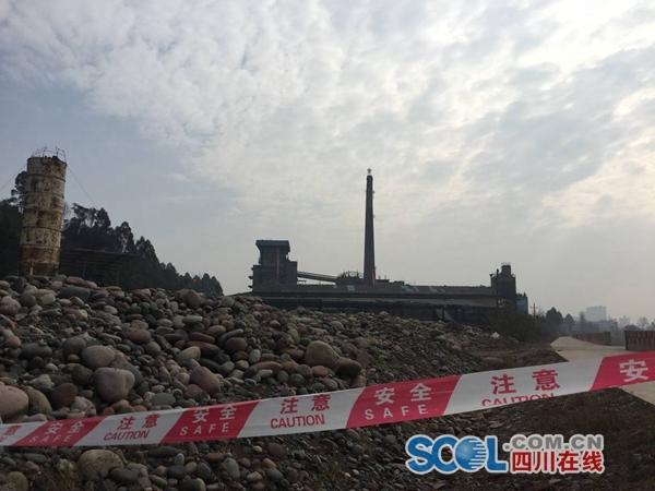 眉山一工厂烟囱爆破 燃煤锅炉生产线成为历史