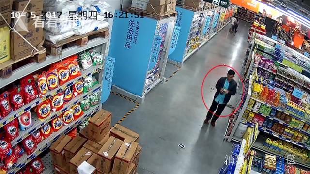 小偷成都超市三进三出咬伤保安 偷盗赃物让人哭笑不得