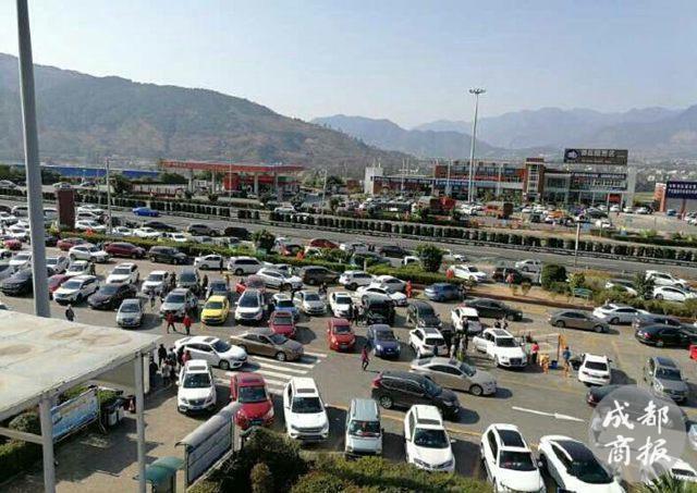 攀西高速发生追尾事故 西昌、西宁收费站关闭可绕行108国道