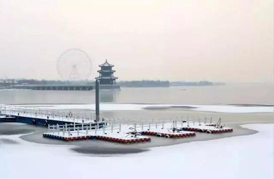 天颐湖雪景美如画