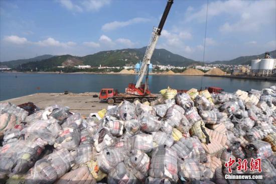 """中国拒收""""洋垃圾"""",全球有上亿吨塑料垃圾待解决"""
