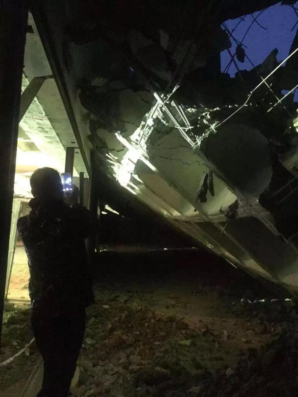 济南一在建小区地下车库出现塌方