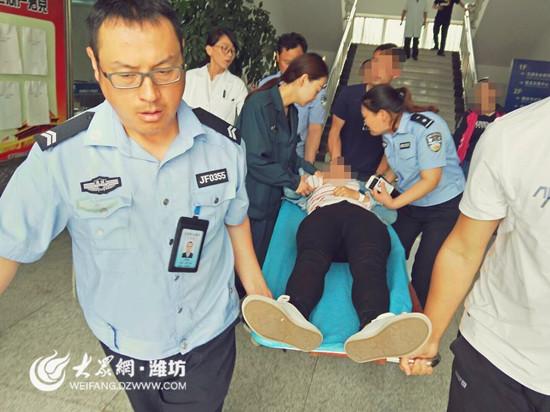 科目一考试过度紧张 潍坊一考生在考场晕倒