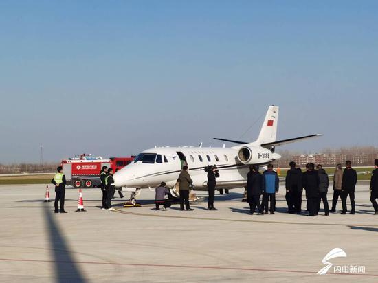 菏泽牡丹机场迎来首架飞机