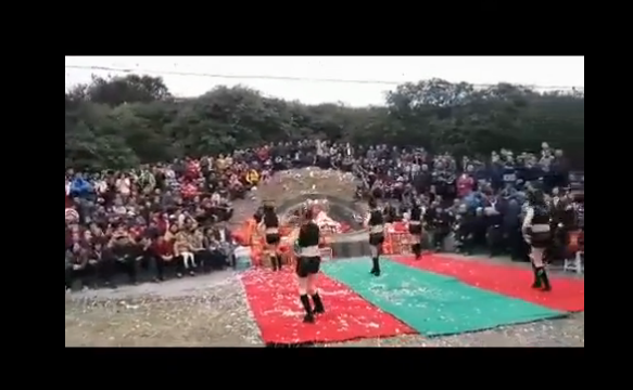 活久见!网曝性感美女跳热舞拜祭祖先