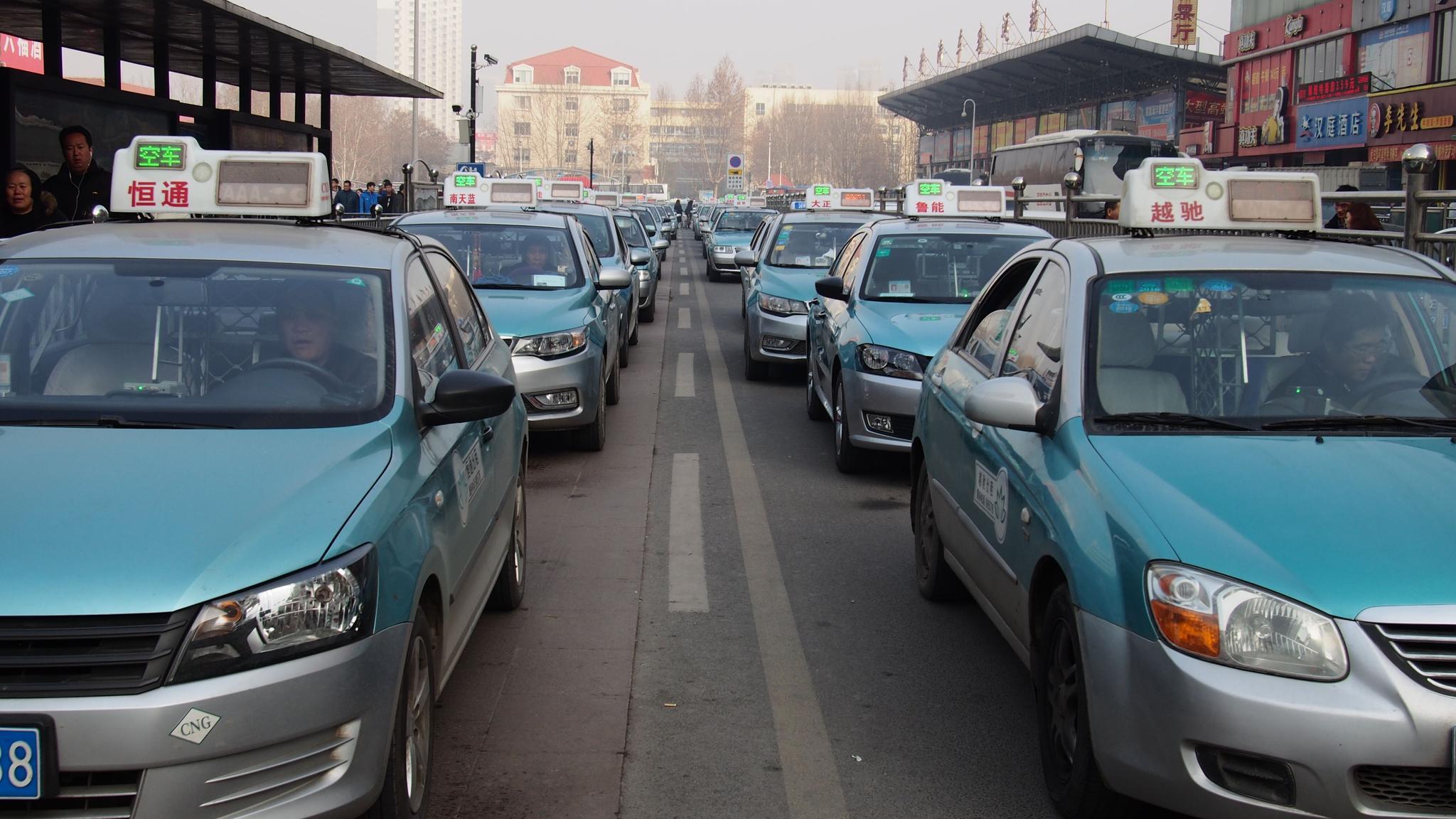 济南物价局:出租车调价提高拥堵费 可改善高峰期供需