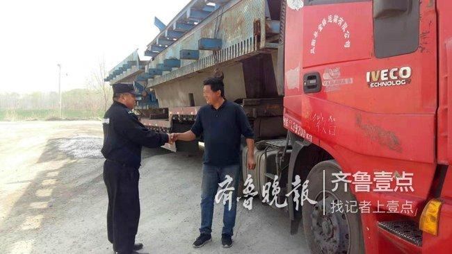货车司机行车途中突然发烧 多亏济南热心保安帮买药