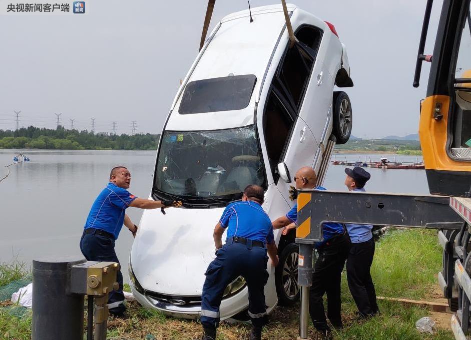 山东泰安一车辆不慎滑入水库致2人溺亡