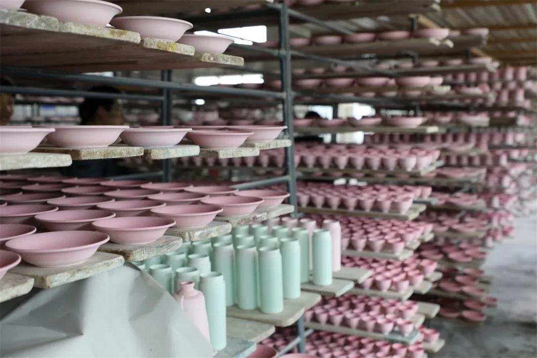 无棣手艺人,海洋贝瓷都是纯手工制作