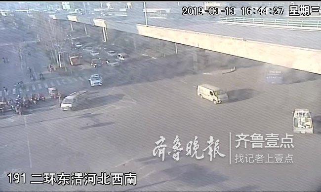 路人报警称司机在车上睡着了 交警赶到现场一看