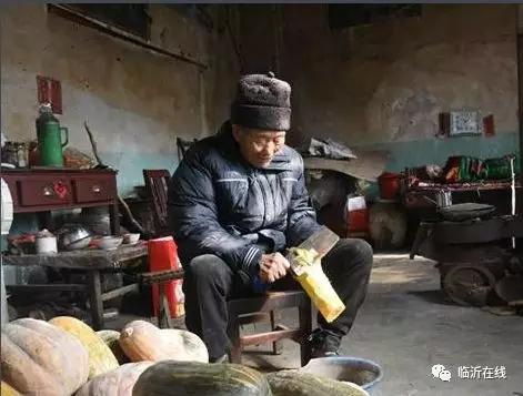 """这位临沂农村老人用行动诠释""""陪伴是最长情的告白"""""""