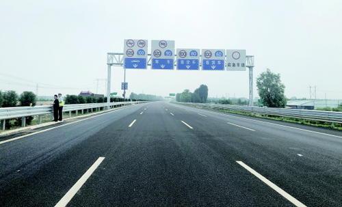 济青高速北线23日晚7点放开试通行 双向八车道将客货分离