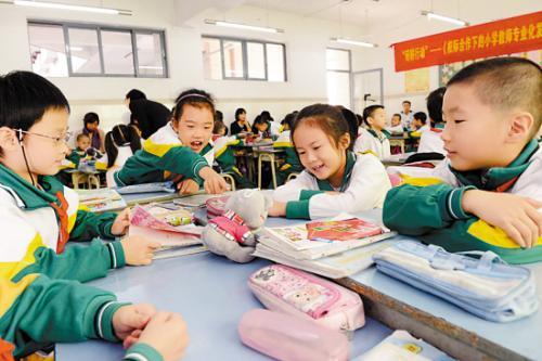 青岛中小学生减负新规:严禁上课不讲课后讲 家长不得代批作业
