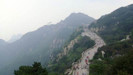 泰安发暴雨红色预警 泰山景区停止售票 暂停游客进山