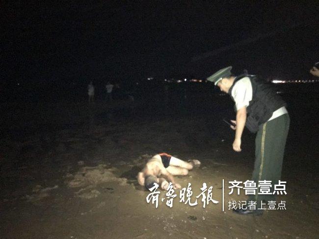 心真大 台风将至 烟台醉酒男子竟躺海滩呼呼大睡