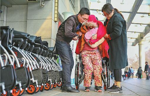 山东省内首批共享轮椅投放:2小时内免费 未来或进商超景区