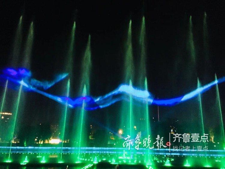 炫 泰山脚下梦幻般的喷泉