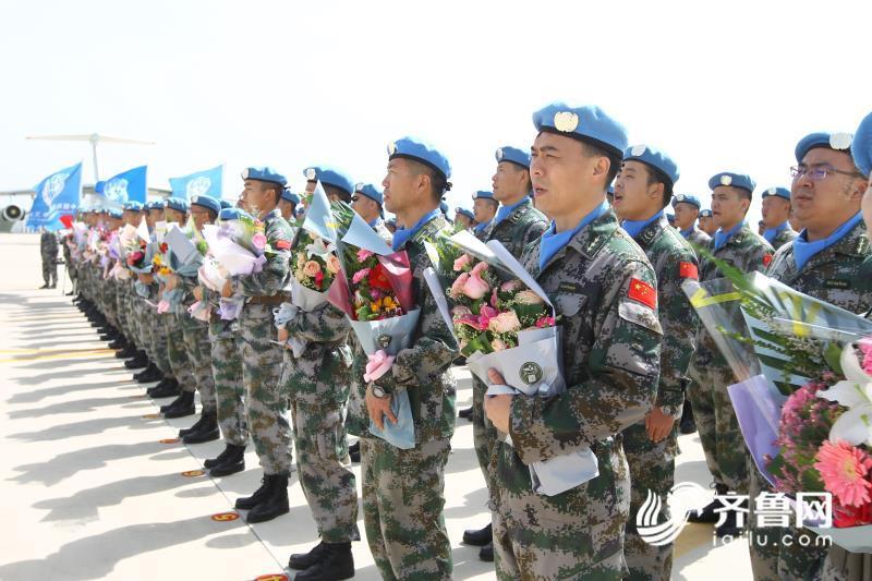中国第六批赴马里维和部队第一梯队205名官兵凯旋
