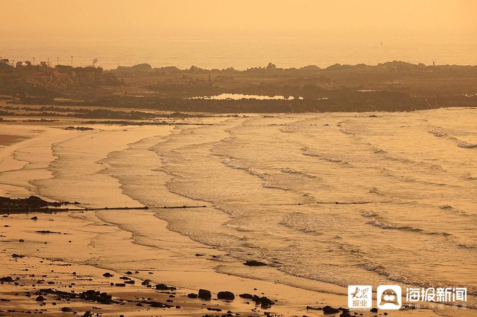 薄雾笼罩 青岛海滨风光