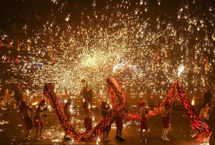 台儿庄火龙钢花 喜迎新年