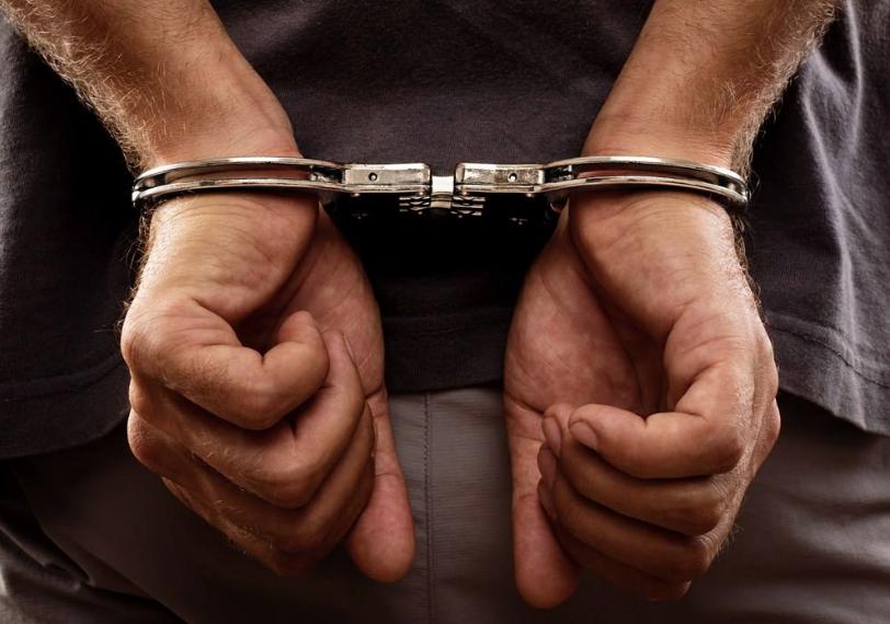 白天上网晚上偷窃 警察循着香烟扫描信息揪出盗烟人